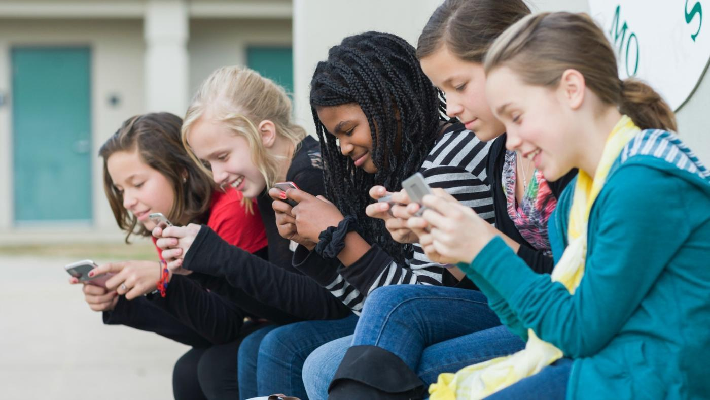 Are You Addicted to Social Media? 10 Signs that You Are.